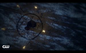 Dahlia does a spell to draw Freya's power.